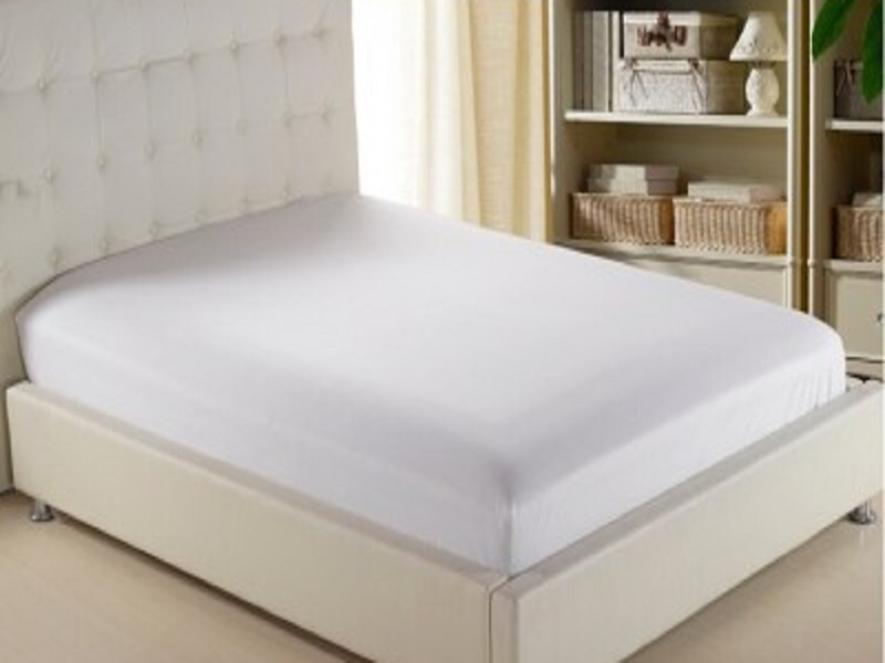 Husa de pat alba